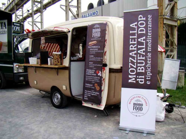 MOMOFOOD-web-street-food