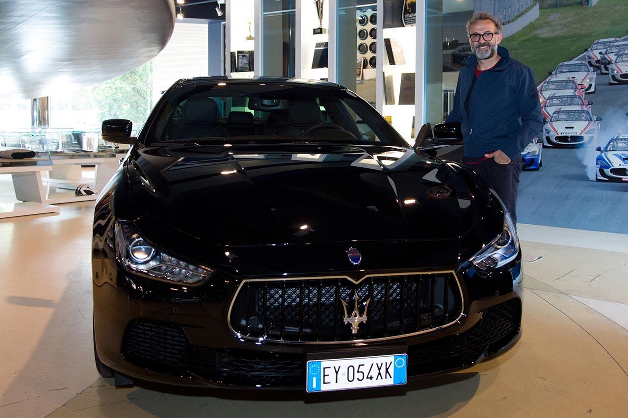Massimo Bottura ritira la sua Maserati Ghibli S Q4 presso la sede Maserati di Modena_