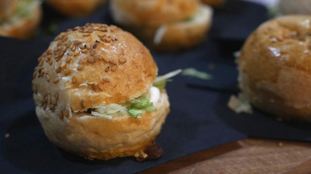 panino gamberi, insalatina di campo e maionese acida - Caterina Ceraudo