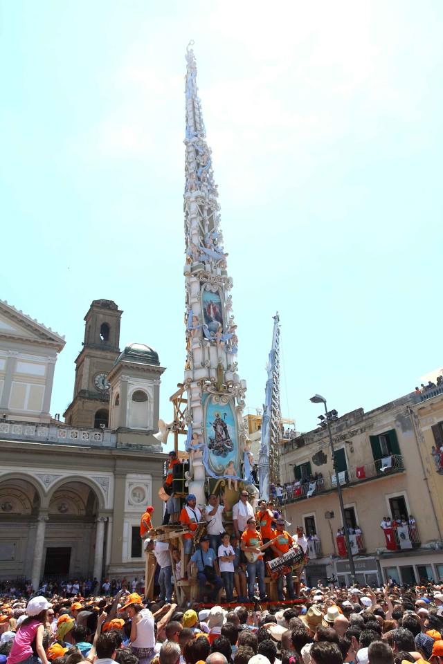 Festa-dei-Gigli-in piazza
