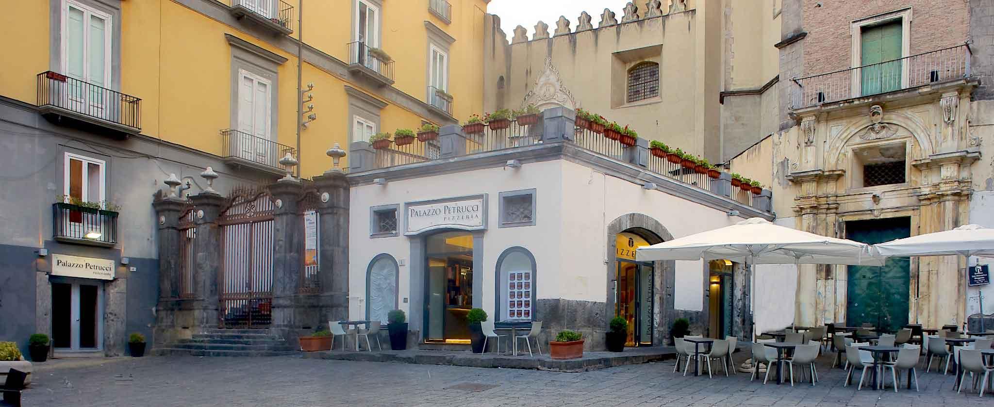 Palazzo Petrucci ristorante e pizzeria Napoli