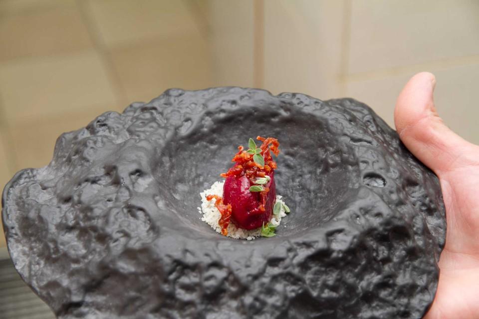 Sorbetto alla rapa rossa, ciliegie, prosciutto e origano