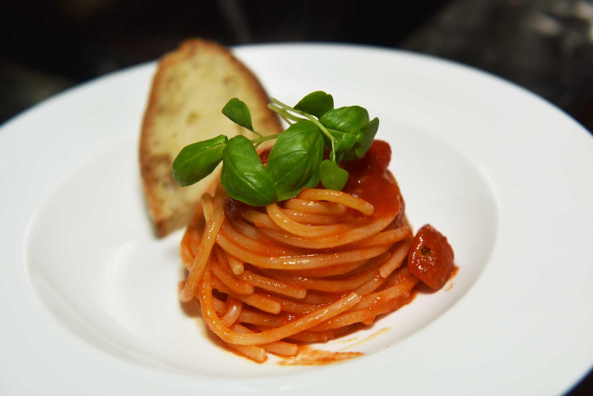 spaghetti ai 5 pomodori Nino Di Costanzo