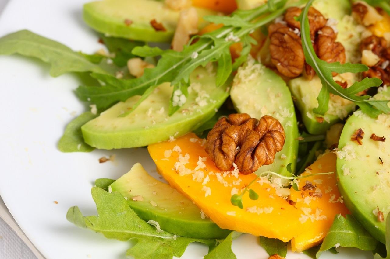 Insalata di rucola, avocado e mango