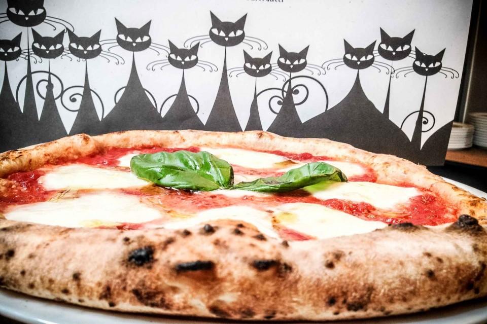pizza margherita pizzeria Dodici Gatti Milano