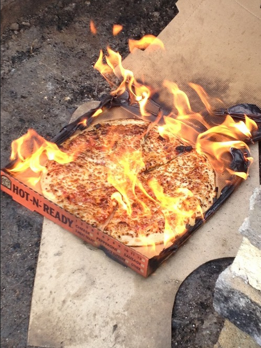 pizza bruciata