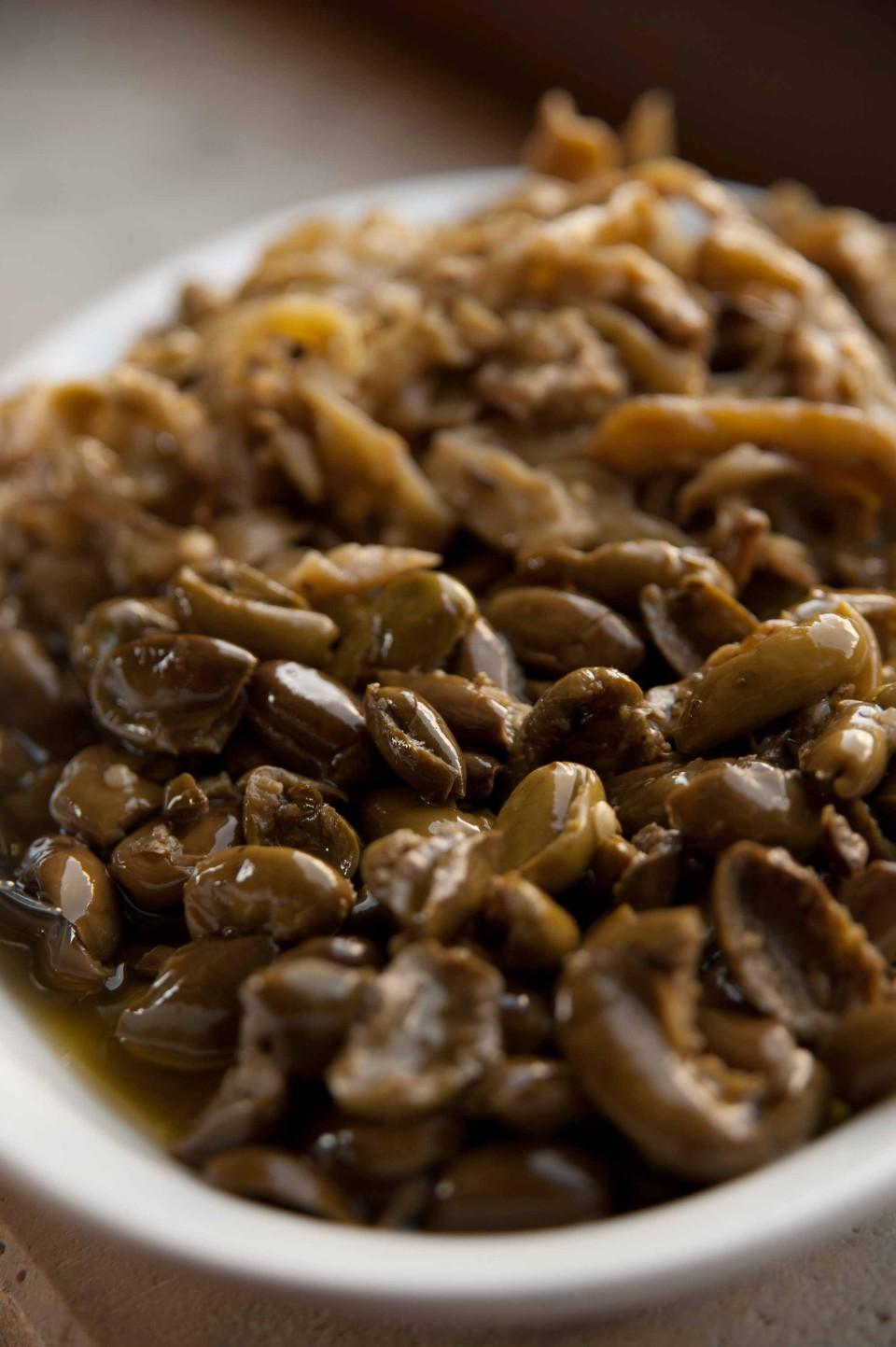olive ammaccate nel piatto