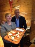 Pizza. La ricetta di Lidia Bastianich che presiede giuria e lezioni a Napoli