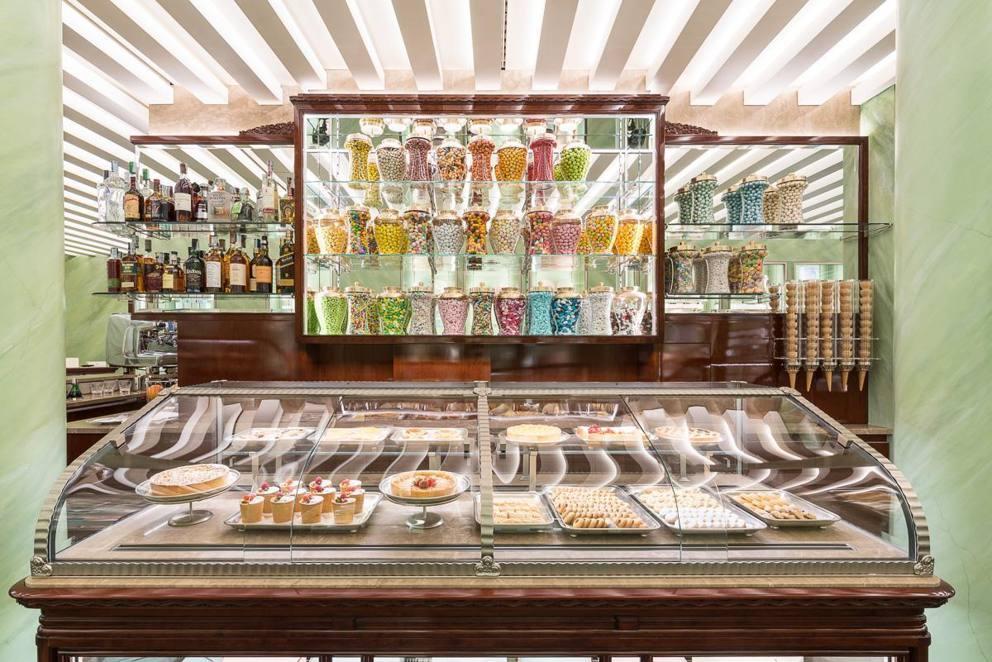 Milano nuova pasticceria marchesi prada a montenapoleone for Design vintage milano