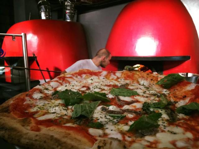 pizzeria Sorbillo Tribunali nuova