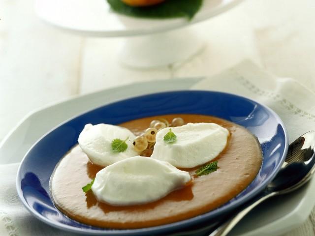 uova di neve con salsa di albicocche