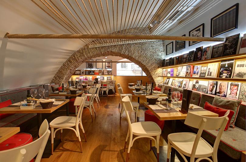 Molto Libreria con Cucina