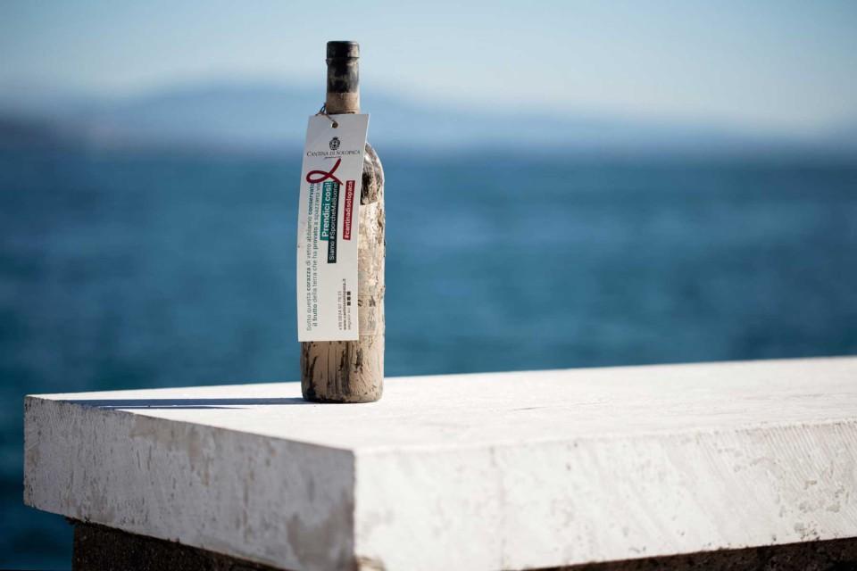 bottiglia vino mare salvata alluvione 2