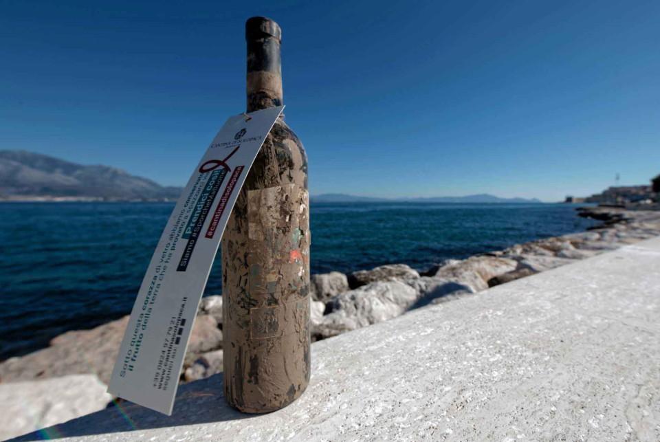 bottiglia vino mare salvata alluvione 5