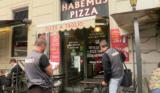 Roma. Habemus Pizza con scarafaggi (anche in video)