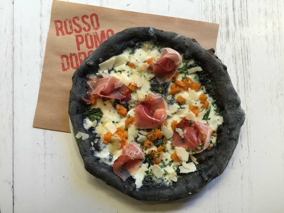 pizza nera Rossopomodoro