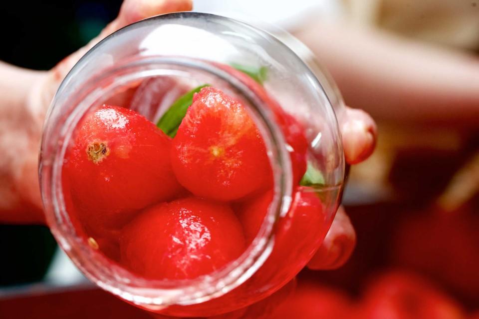 pomodori in barattolo vetro