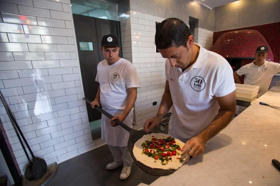Ciro Salvo prepara pizza