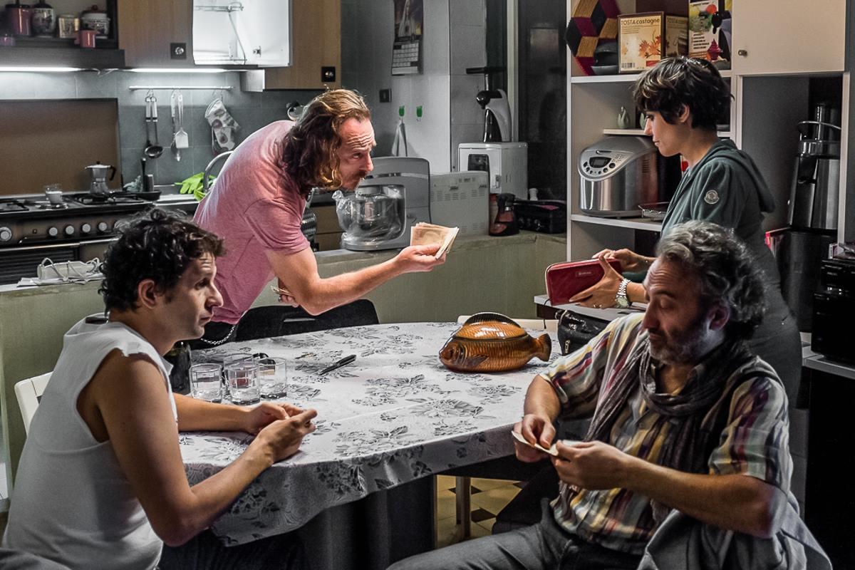 Indivisibili film scena in cucina