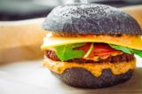 Hamburger a Milano. Com'è Flower Burger, hamburgeria vegana e gourmet