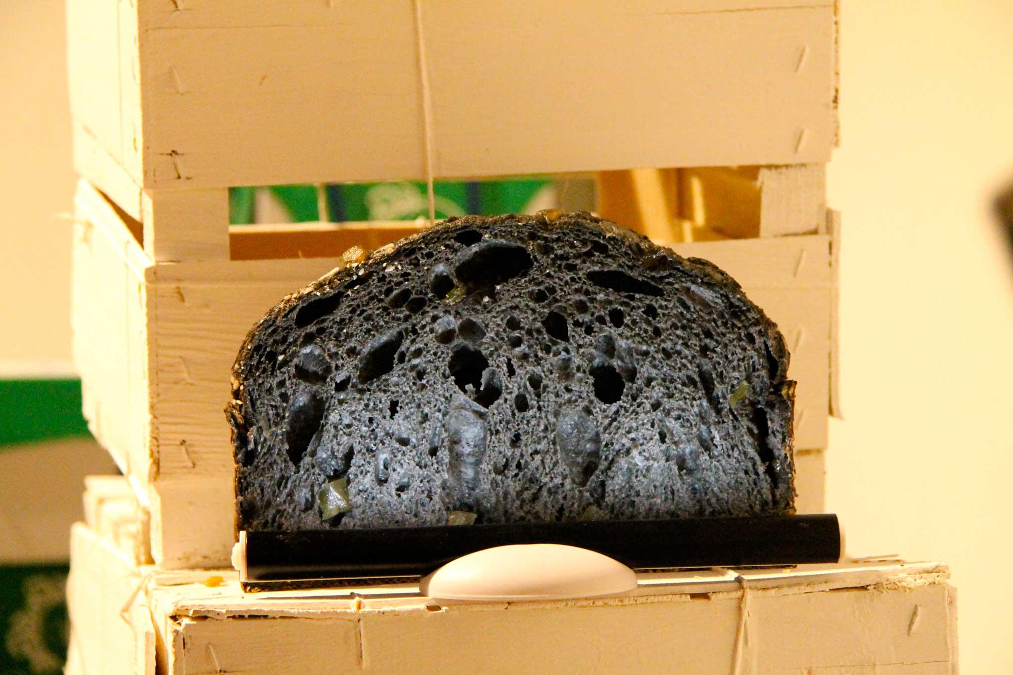 panettone al carbone vegetale