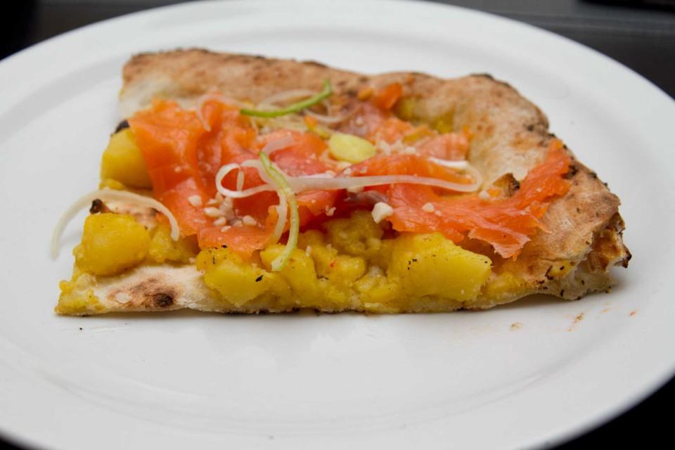 pizza Regina trota affumicata