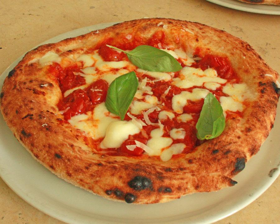 pizza montanara fritta e forno vesuviana