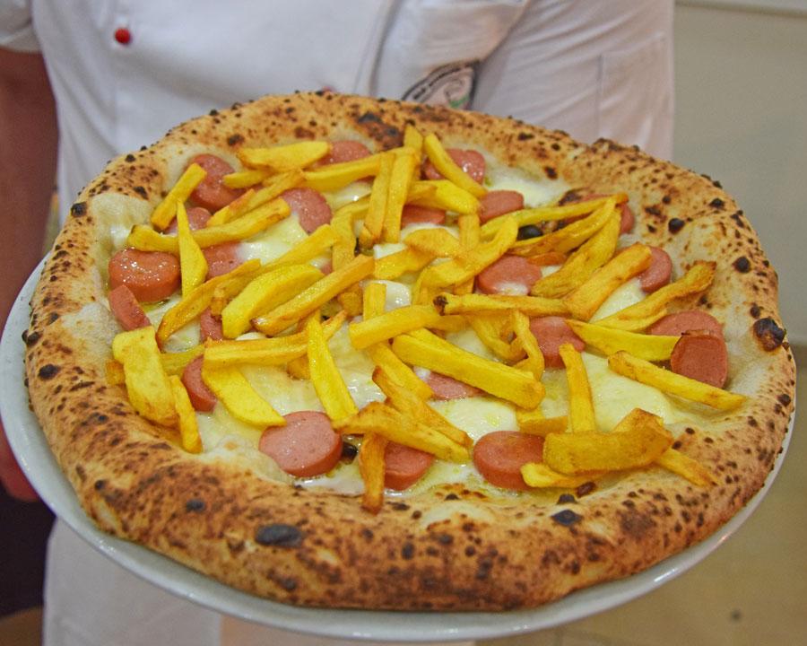 pizza wurstel con patatine