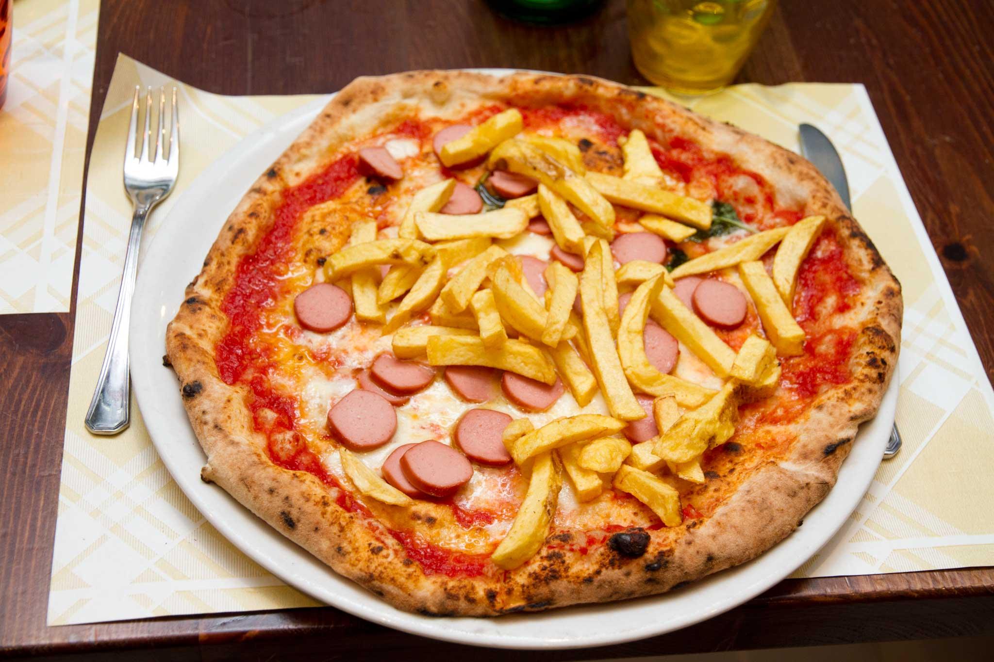 pizza wurstel patatine pomodoro