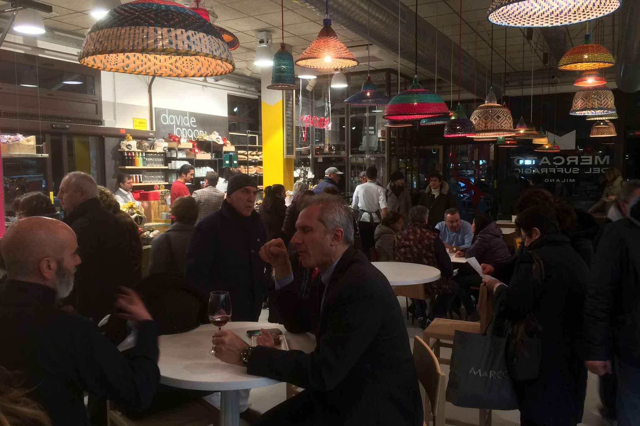 Mercato del Suffragio Milano tavolini