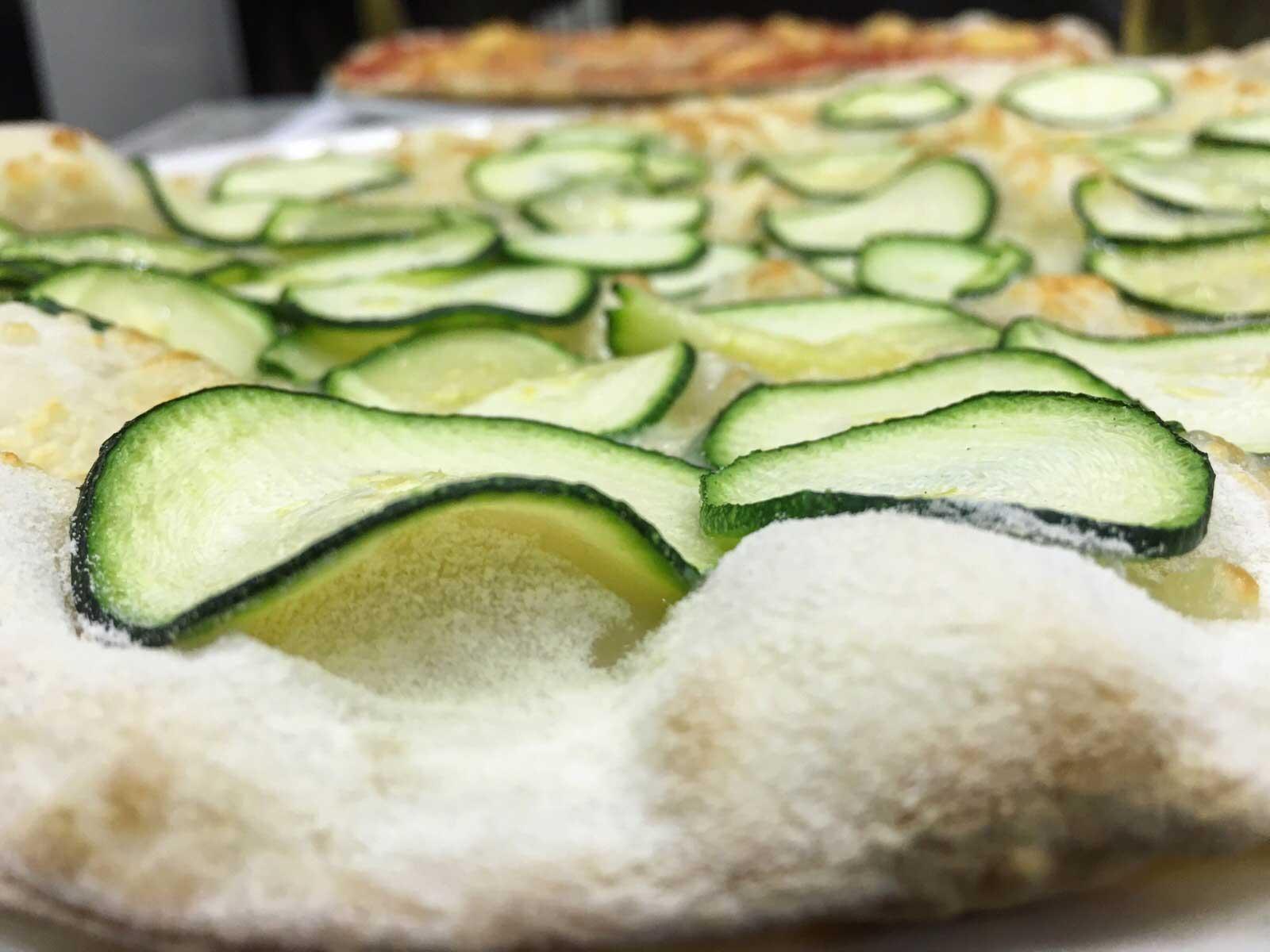 pizza alla romana con zucchine