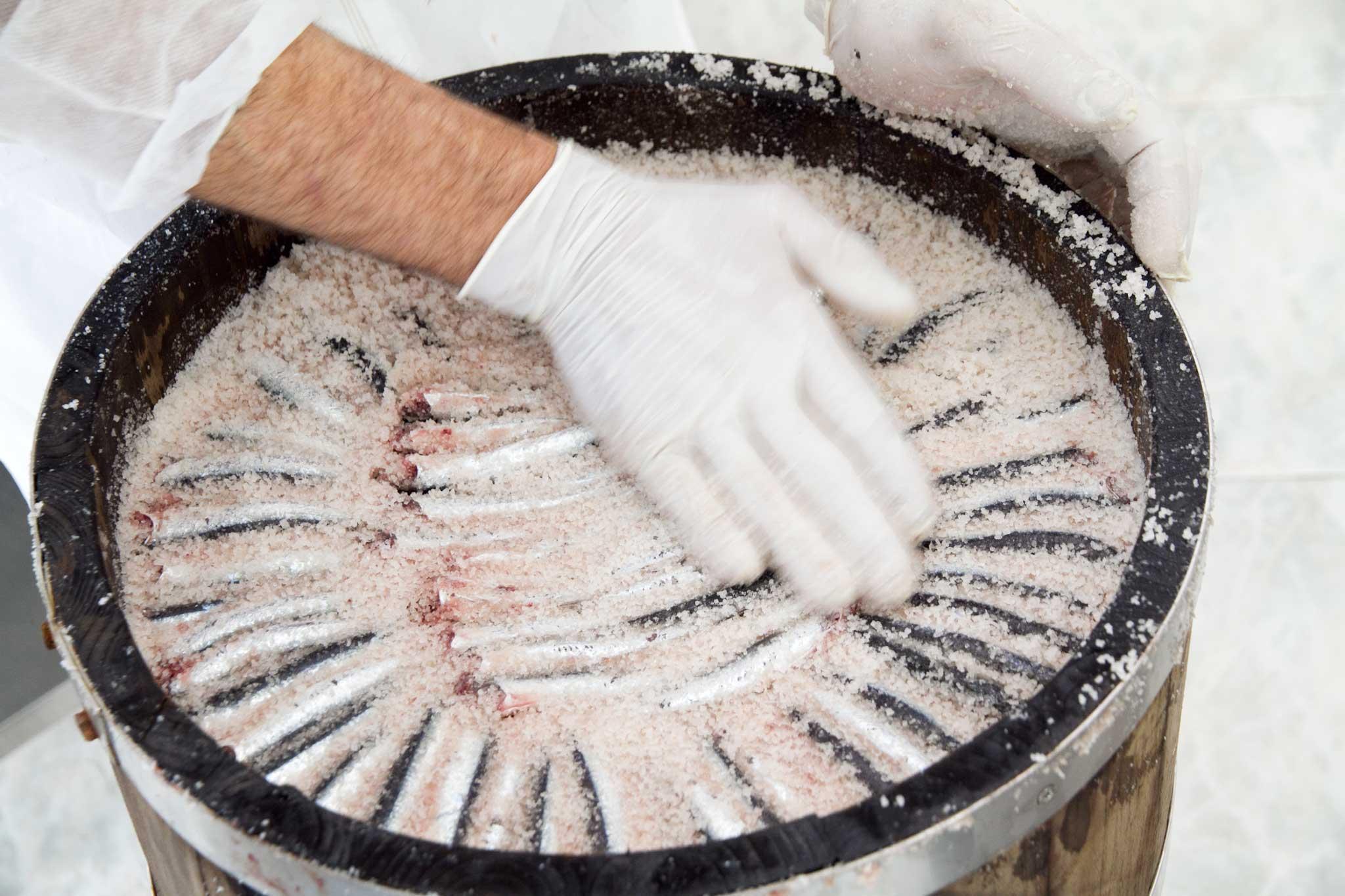 preparazione alici colatura Cetara