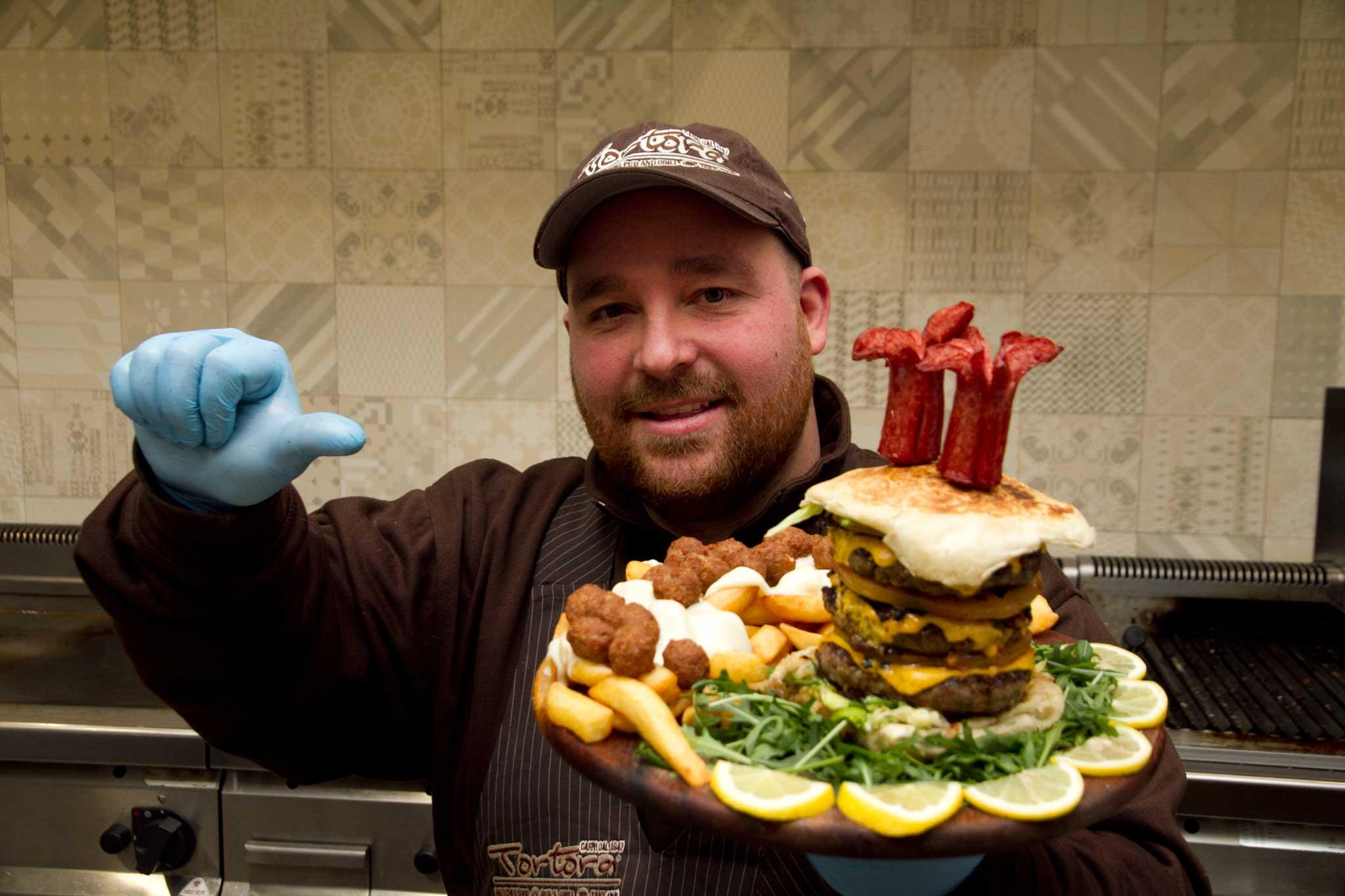 Mario Tortora e il suo hamburger