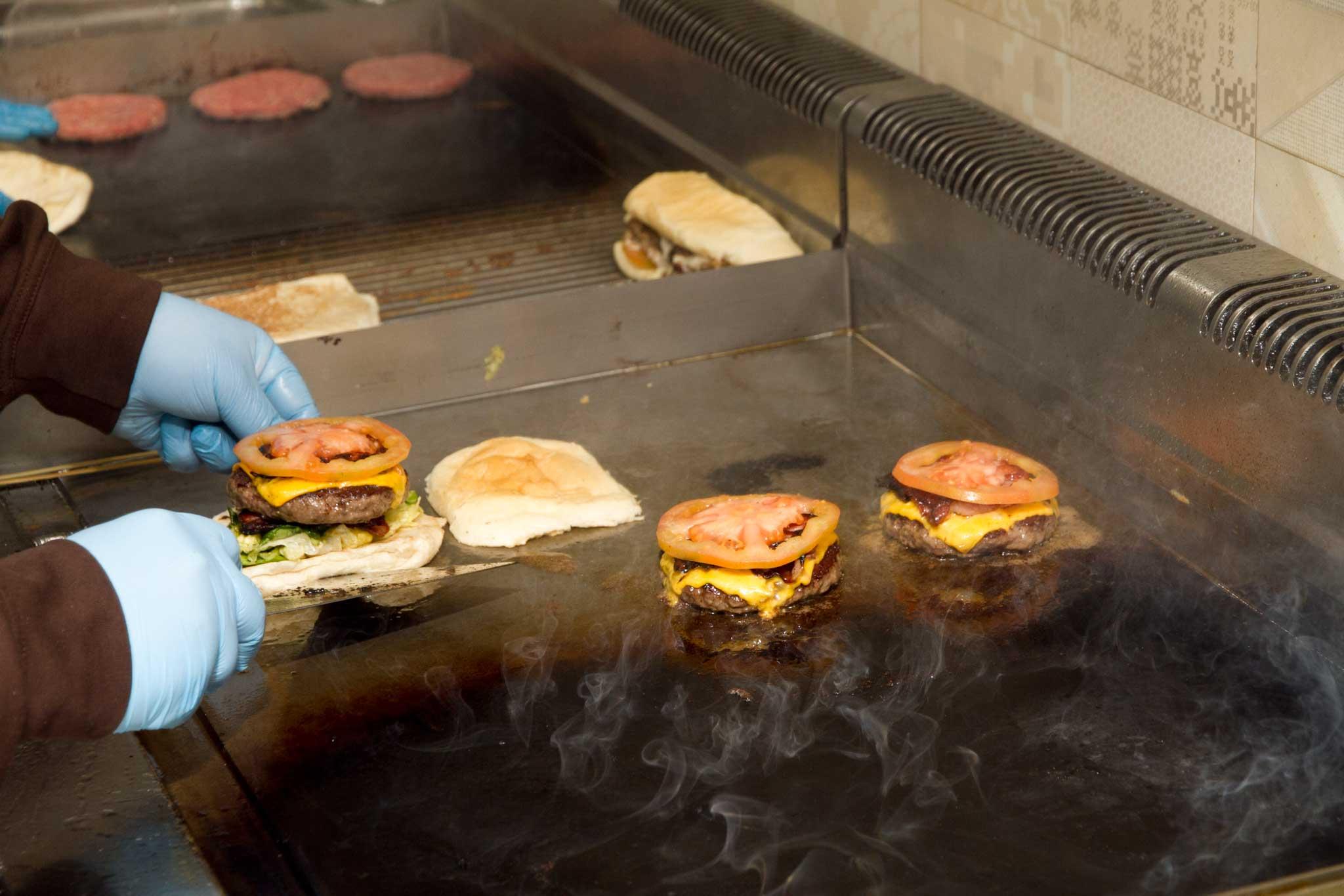 hamburger cheddar pomodoro