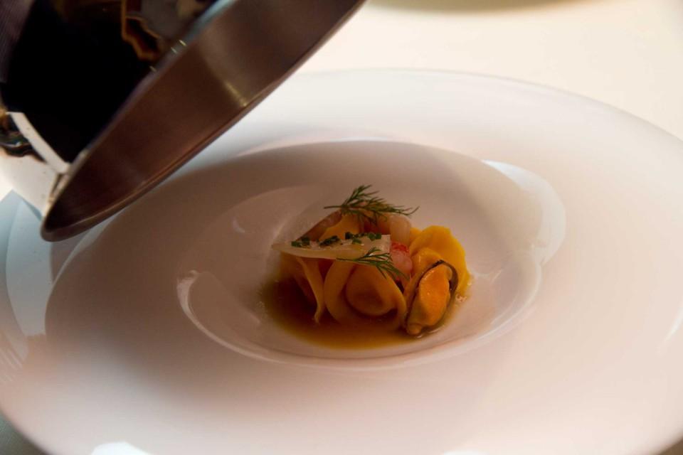 minestra di pesce in raviolo