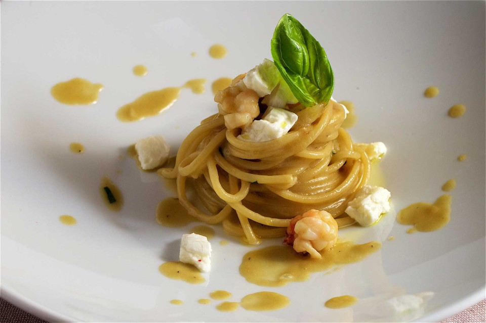 spaghettoni con quinto quarto di astice