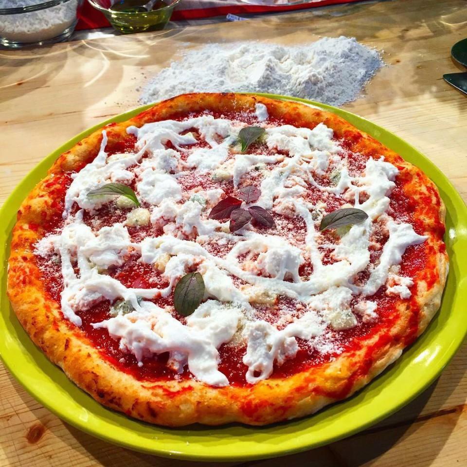 Pizza Quattro Latti Gino Sorbillo Rai