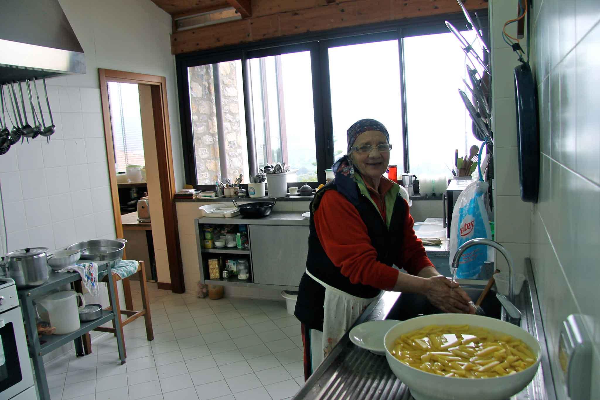Zia Addolorata in cucina