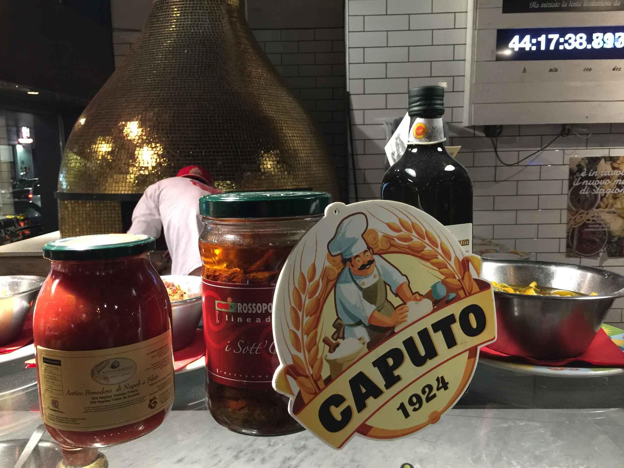 farina Caputo e pomodori per pizza napoletana