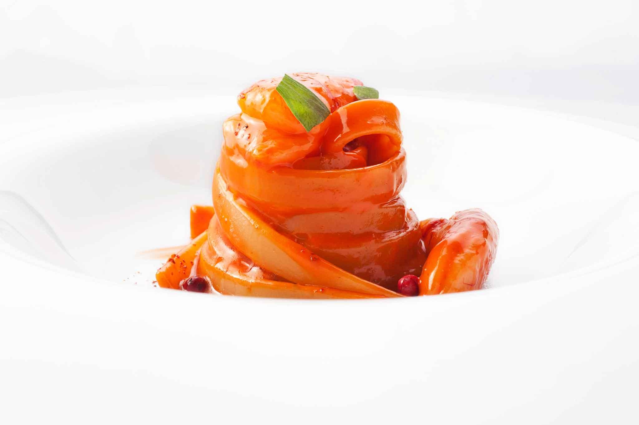 fettuccia-di-semola-con-gamberi-rossi-e-pepe-rosa-Romito-2011