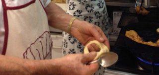 Ricette. Le frittelle o fritole tradizionali di Nonno Colussi da fare a casa