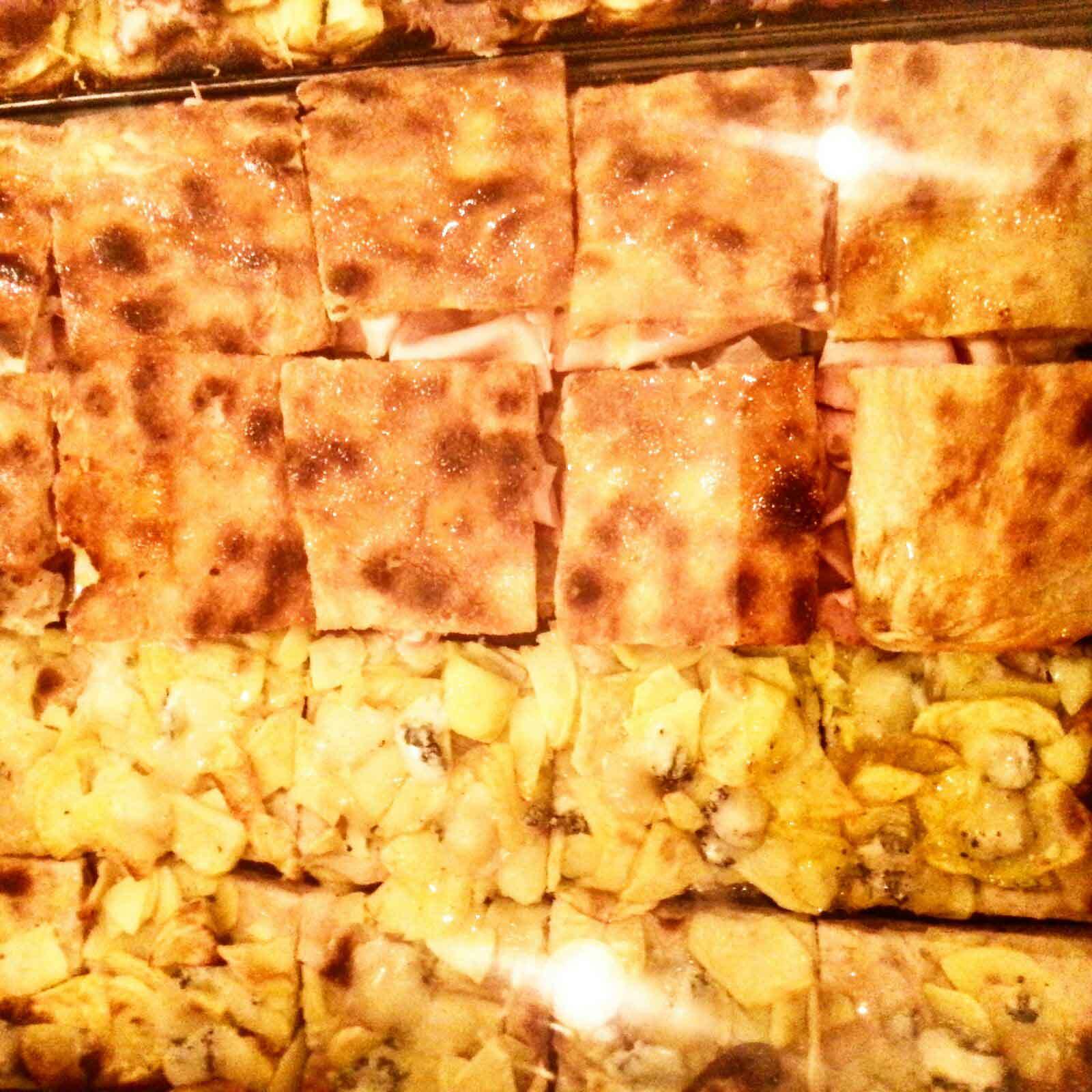 quadrati di pizza a trancio