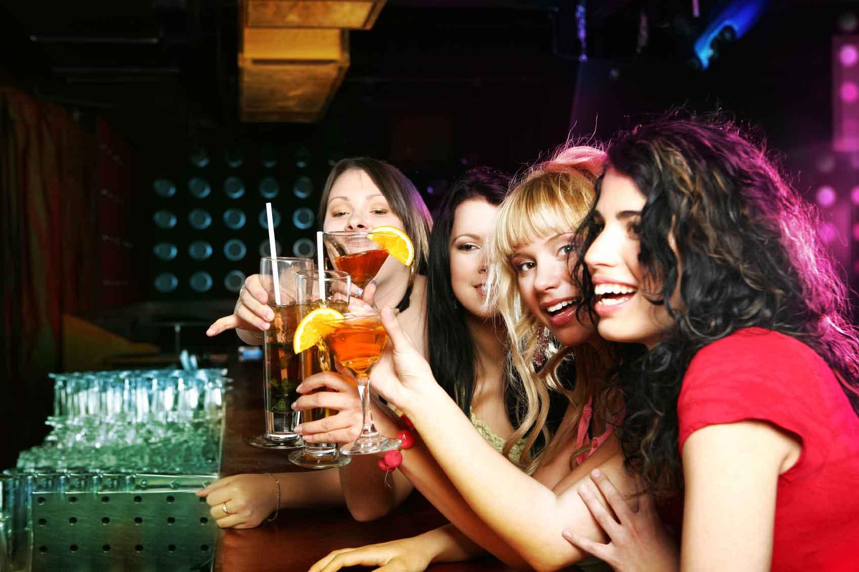 donne che bevono