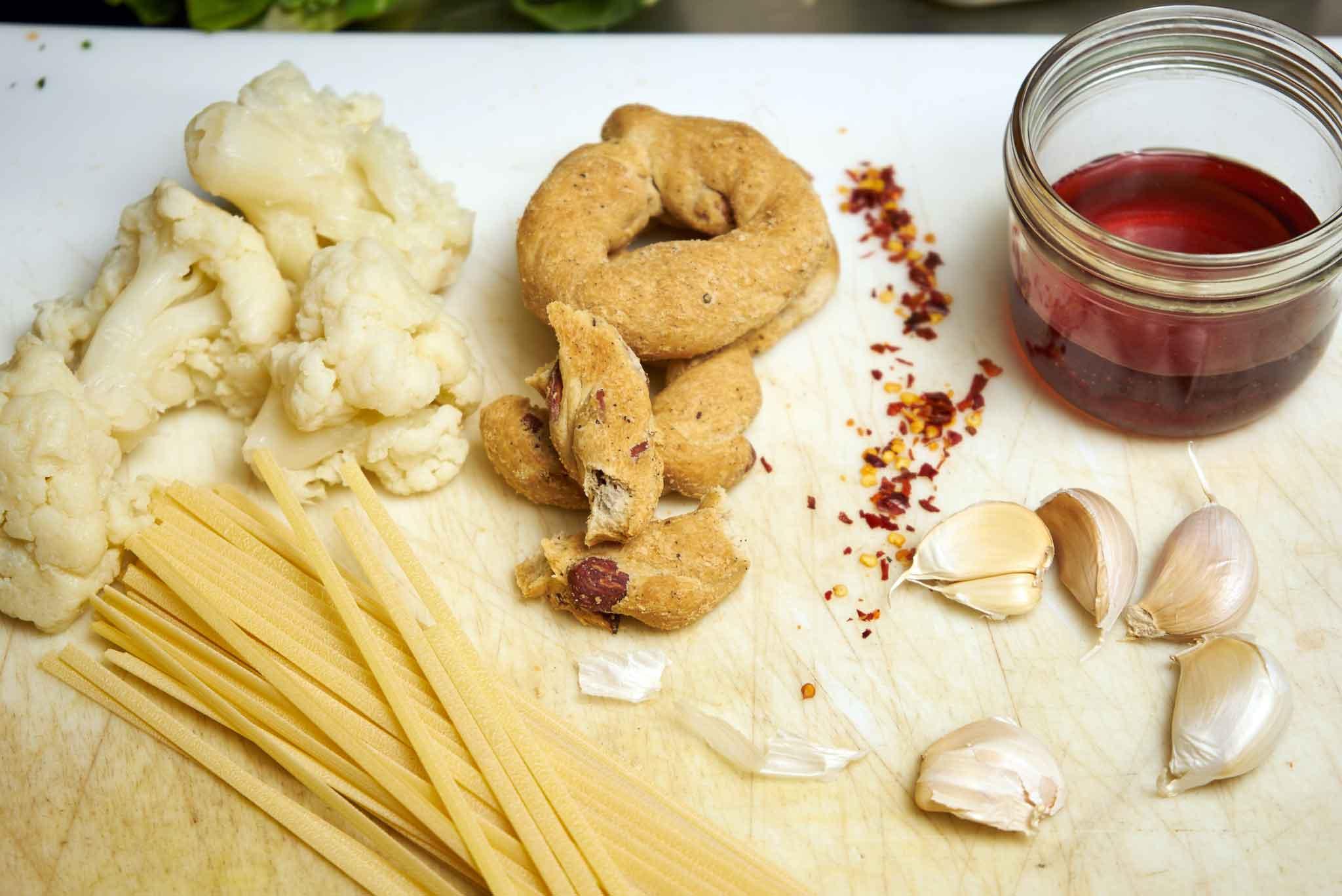ingredienti pasta e cavolo