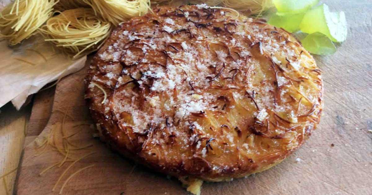 A Pasqua in Campania si fanno due diverse pastiere quella dolce, con il  grano, famosissima in tutta in Italia e quella di pasta.