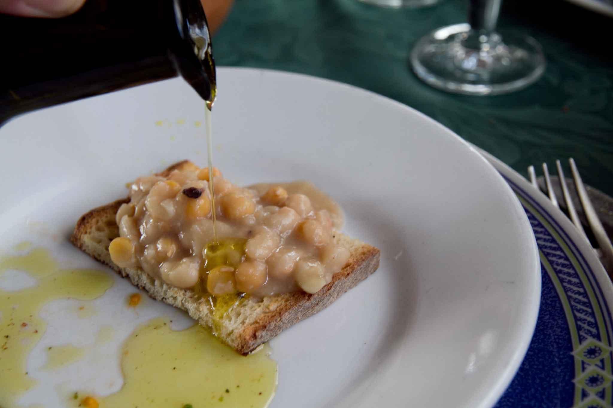 zuppa di fagioli e olio olive caiazzane