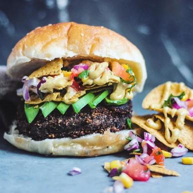 Nacho hamburger vegano
