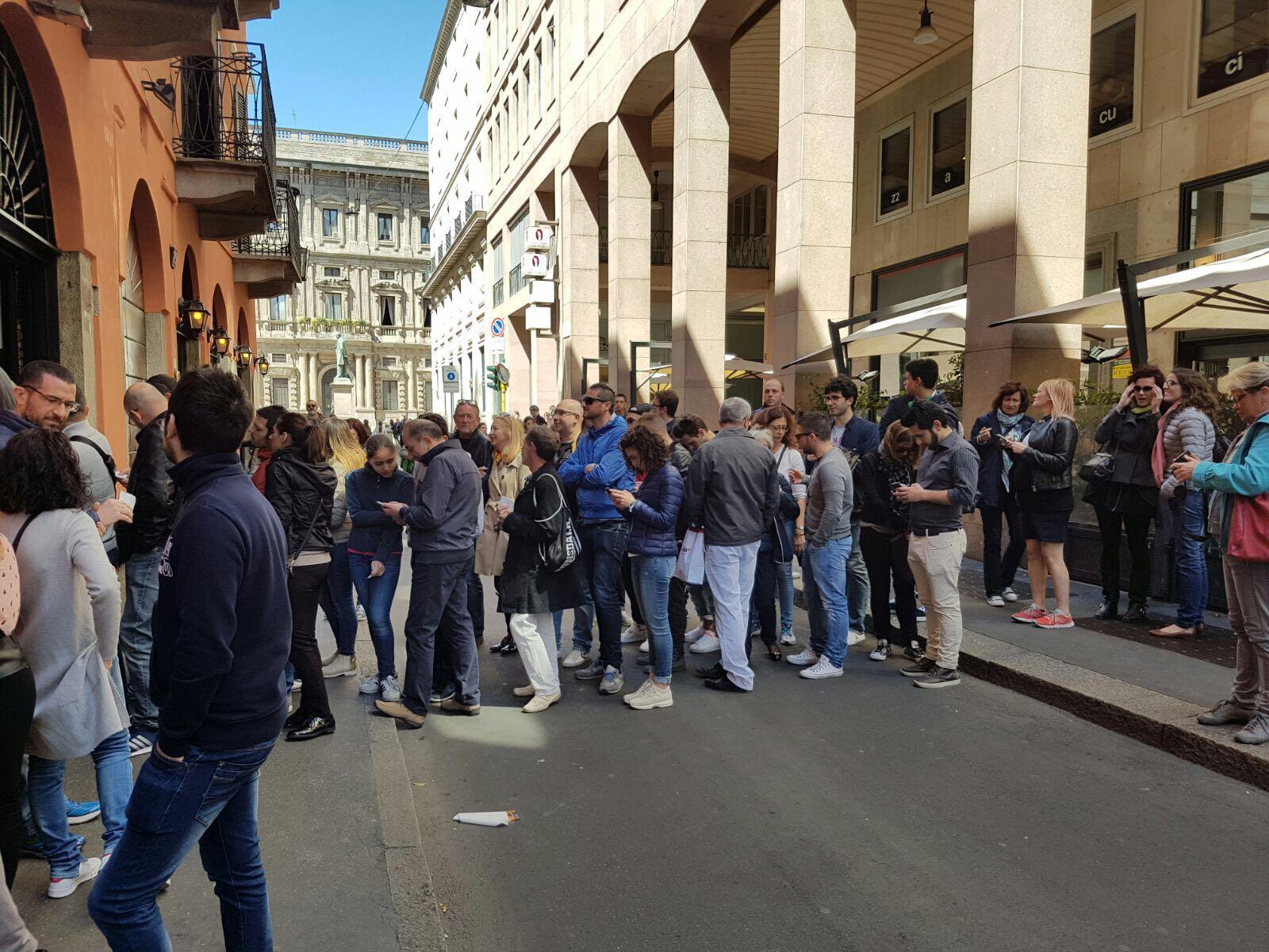 fila pizza fritta Sorbillo Milano