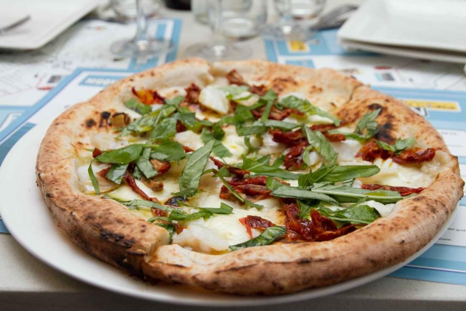 pizza Giulia pomodorini stracciata rucola