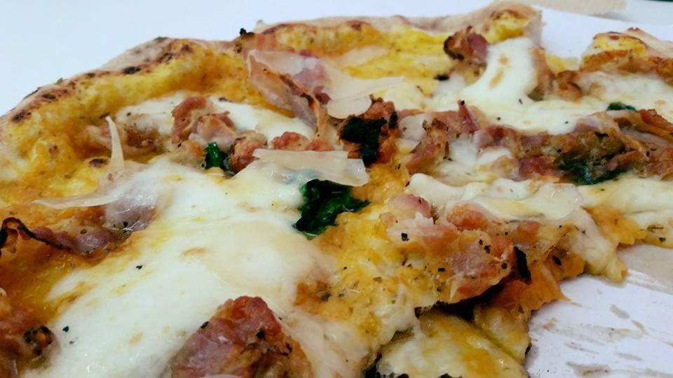pizza fiori di zucca Masaniello Bologna